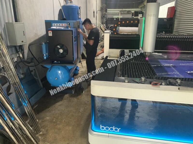 Lắp máy nén khí trục vít cho khách ngày 06/01/2021